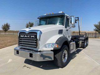 2021 Mack GR64BR