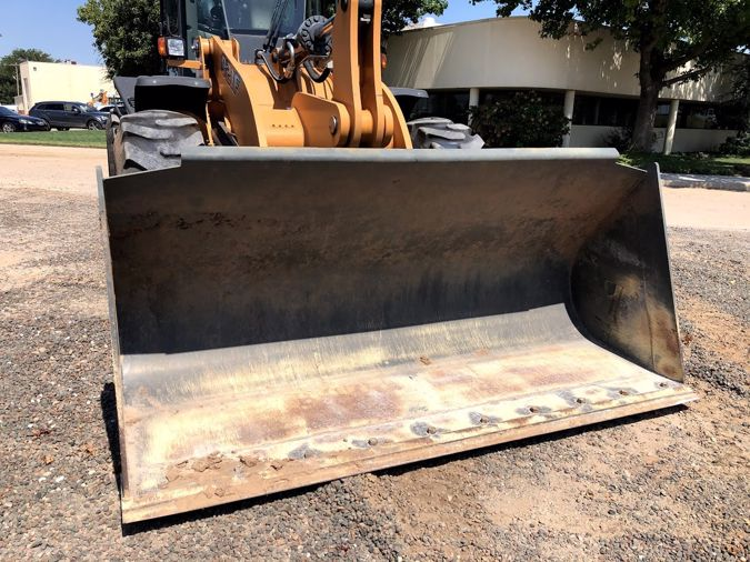 2016 Case Construction 821F Z-Bar - 3.5 Case Bucket